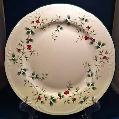 Pfaltzgraff Winterberry Dinner Plate Holly Red Berries