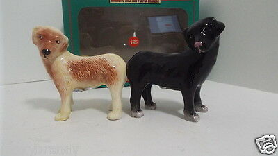 Salt & Papper Shakers Kissing Labs Dogs Ceramic & Magnetic THEY KISS Table Decor