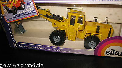 Siku 1/55  Wheel Loader With Digger  Quality Model Made In Germany  3124