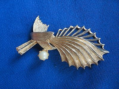Beautiful and Bold Vintage Brooch Pin Faux Pearl Gold Colored Metal Stunning Sta