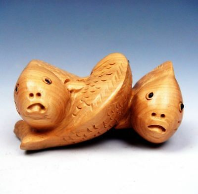 Boxwood Hand Carved Netsuke Sculpture Miniature 3 Lovely Fishes Carps #02011720