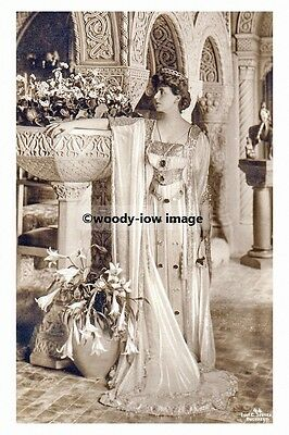 mm964 - Queen Marie of Romania - photograph