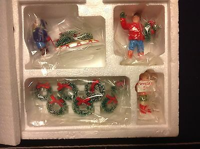 """Dept 56 The Original Snow Village """"WREATHS FOR SALE"""" 5408-9 IN THE BOX"""
