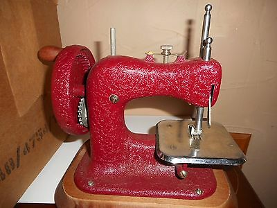 VINTAGE 1940's THE STITCH MISTRESS CHILD'S SEWING MACHINE-A GENERO PRODUCT -W-BO