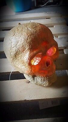 Animated Light + Sound Full Size Skull Head Prop Scary Halloween Decoration