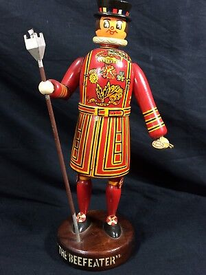 The Beefeater Gin Wood Back Bar Statue Pub Man Cave