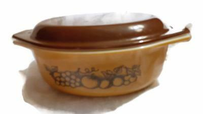Pyrex Old Orchard 1.5 Quart Casserole Oval Bowl w Brown Lid Oven Ware Fruit