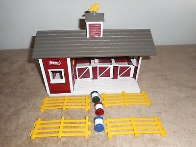 Breyer Animal Creations Horse Stable/barn W/4 Pc Fence & 3 Barrels Free Shipping