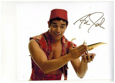ADAM JACOBS--ALADDIN ON BROADWAY Signed Photo 8x10--#2   2015 PROOF (gold)
