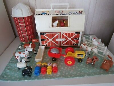 Vintage Fisher-Price Little People FARM MOO BARN - PERFECT BASE - ACCESSORIES