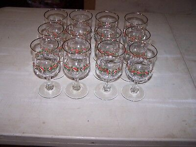 12 Arbys 1986 Christmas Holiday Holly Berry Goblet Wine Glasses Gold Trim