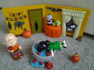 DEPT 56 PEANUTS HALLOWEEN PARTY SNOOPY CHARLIE BROWN LUCY WOODSTOCK retired set!
