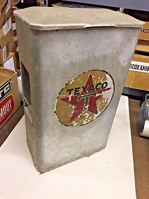 TEXACO WINDSHIELD TOWEL SERVICE BOX  FROM THE 50s  NICE PATINA
