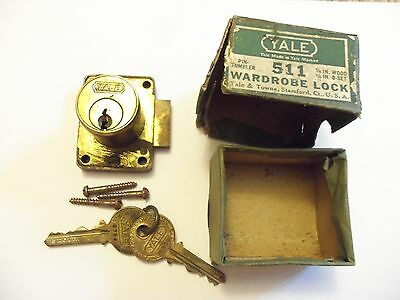 Vintage Yale Wardrobe Lock # 511 in Box for Furniture Cabinet Door w/ Keys NOS