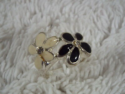 Silvertone Black White Rhinestone Flowers Ring ~ Size 8 (A53)