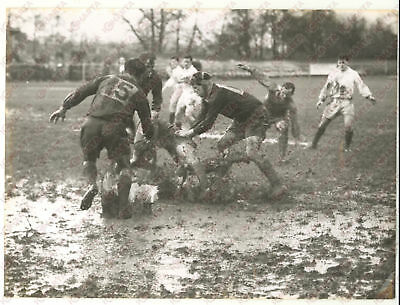 1958 TAUNTON England RUGBY Union Trial - Battle in the mud *Photo 20x15