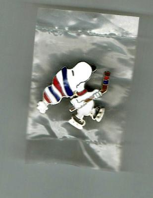 SNOOPY of Peanuts ~ Vintage Metal Pin Playing Ice Hockey NEW in PACKAGE