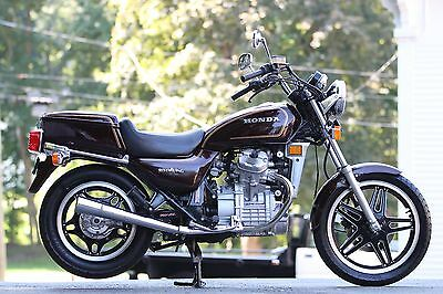 1982 Honda GL500  1982 Honda GL500 Silver Wing ~ Has Removable Trunk + 2 Person Seat - Convertible