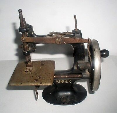 1910 Singer First Model 20 Toy Sewing Machine, 4 Spoke Hand Crank