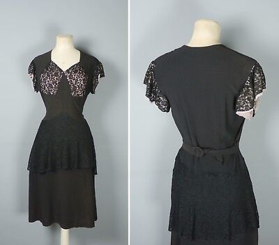 40s 1940S VINTAGE BLACK LACE PEPLUM BELTED GOTHIC FEMME FATALE DRESS - S