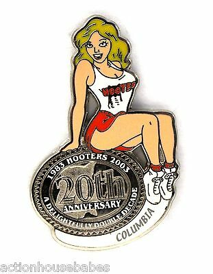 HOOTERS RESTAURANT 20th ANNIVERSARY GIRL COLUMBIA LAPEL BADGE PIN