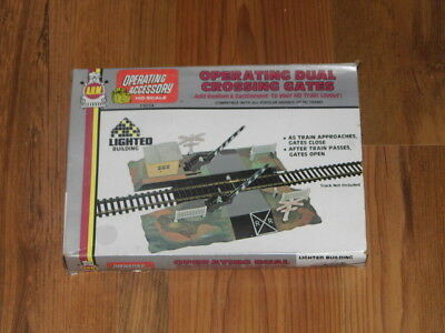 A.H.M. Accessory HO Scale Operating Dual Crossing Gates Lighted Building #11014