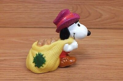 Genuine United Feat. Vintage (1958,1966) Farmer Snoopy Pulling Potatoes **READ**