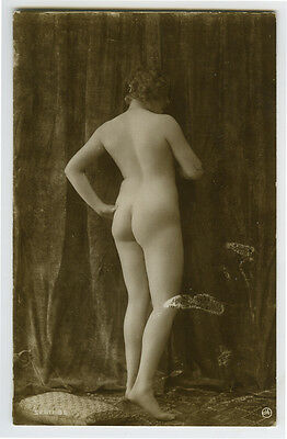 1910s Sexy French NUDE LADY Rear View photo postcard