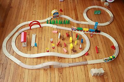 Wood Train set 84 Pieces, Tracks, Magnetic Trains, Buildings Fits Thomas