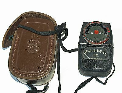 General Electric DW-68 light meter; From 1941! Leather case, great condition!
