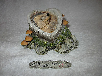 Hedgies No 90837 HOME IS WHERE THE HEART IS with Title Plaque