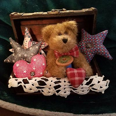 Primitive Americana Trunk with Boyd's Bears and Goodies New
