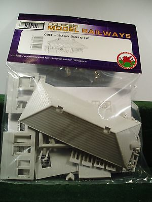 """Dapol  Station  Booking  Hall   Model Kit  """"00"""" Scale"""