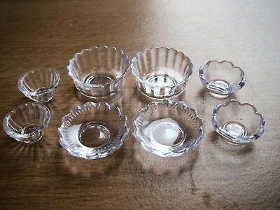 Dishes x 8 plastic 12th scale DOLLS HOUSE MINIATURES (F5636)