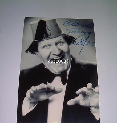 Comedian & Magician Tommy Cooper Signed (Printed) Photograph