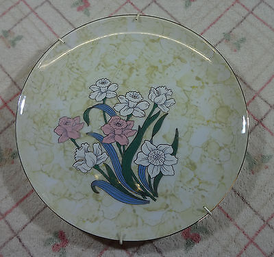 Large  Decorative Floral Wall Hanging Plate. Very Pretty.