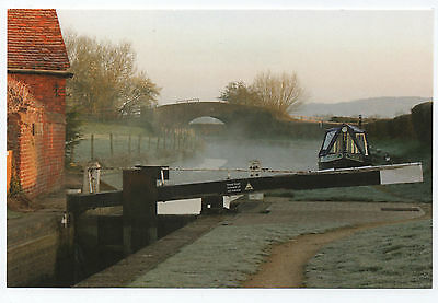 (P1029) Oxford Canal. Inland Waterways Association larger size postcard