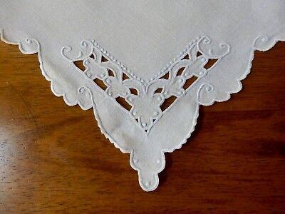 4 ELEGANT VINTAGE MADEIRA LINENNAPKINS  - HAND EMBROIDERY and CUTWORK - MINT