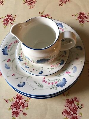 Royal Doulton Expressions Windermere 7 Dinner Plates Gravy Jug and saucer Boat