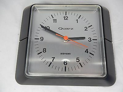 Schöne 70´s Design SIEMENS quartz Wanduhr wall clock  working condition MU 3700