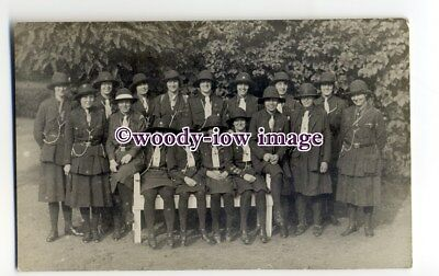su3231 - Early Girl Guides Group, possibly Wynchmore Hill Troop? - postcard