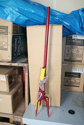 Wholesale stock job lot garden twist cultivator with cushion grip long handle x9