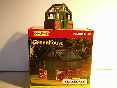 "Hornby Skaledale R8682  Greenhouse    ""00"" Scale"