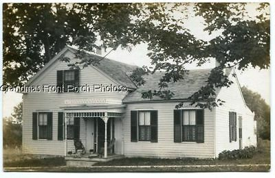 RPPC EARLY 1900s COZY CLAPBOARD HOME ANTIQUE REAL PHOTO POSTCARD