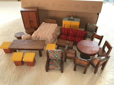 1970's VINTAGE DOLLS HOUSE HANDMADE FURNITURE ITEMS, BEDROOM, TABLE, CHAIRS ETC