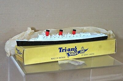 TRIANG MINIC SHIPS M703 RMS QUEEN MARY CUNARD OCEAN LINER UNLINED FUNNEL MIB c
