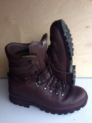 Size 10 brown altberg defender military boots! excellent condition!hardly Used!
