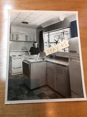 Vtg B&W 50's Photograph Westinghouse Appliance Housewife Kitchen 8 X 10 #1