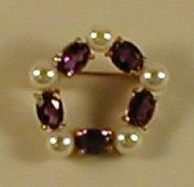 9 Carat GOLD HALL MARKED AMETHYST & CULTURAL PEARL BROOCH - CIRCLE