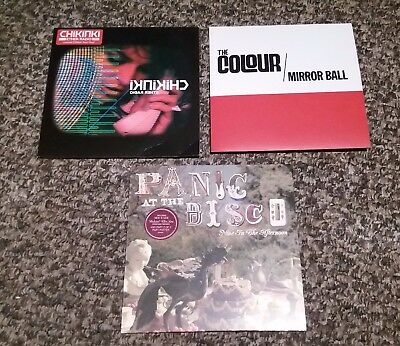 """3 x COLLECTABLE VINYL 7"""" SINGLES - CHIKINKI / THE COLOUR / PANIC AT THE DISCO"""
